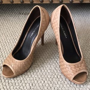 DONALD J PLINER Tan Basketweave Heels - 6.5